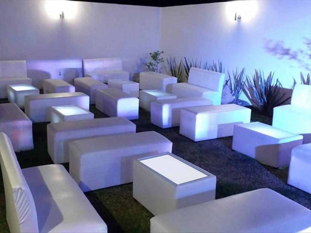 Salas lounge guadalajara cazafiestas luz y sonido en for Muebles para bar lounge